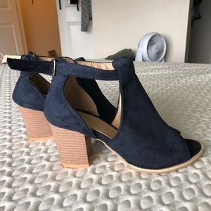 Cute suede cut out ankle booties sz 37 6.5/7